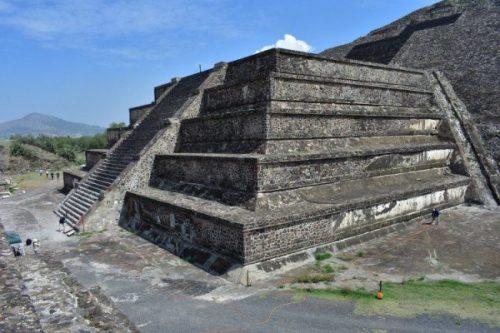 Mộ tế trong kim tự tháp Mặt Trăng