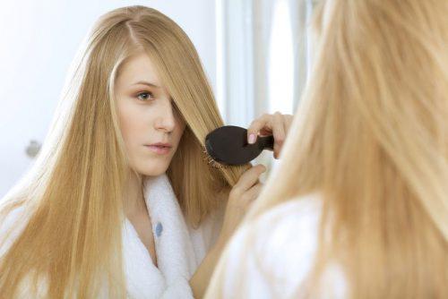 woman_brushing